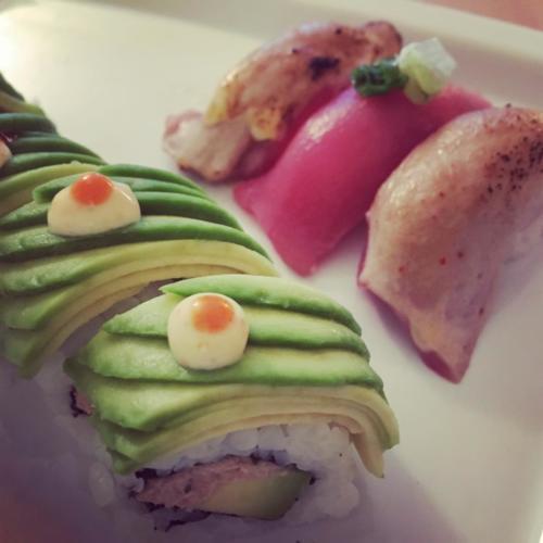 Dragon roll et aburi sushi par le chef Anthony KHALIFA