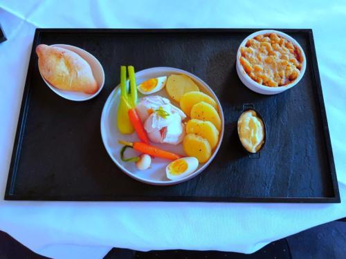Aïoli, crumble de légumes du soleil et navette Marseillaise par le chef Anthony KHALIFA